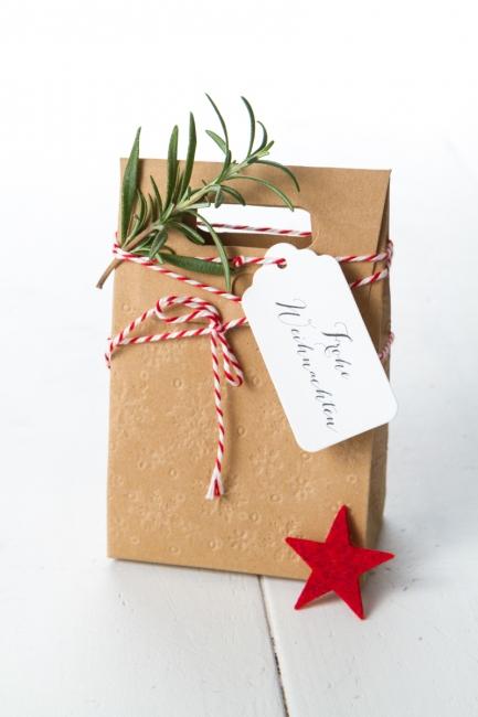 Geschenkanhänger Frohe Weihnachten.Frohe Weihnachten Geschenkanhänger Aus Leinenpapier Weiß